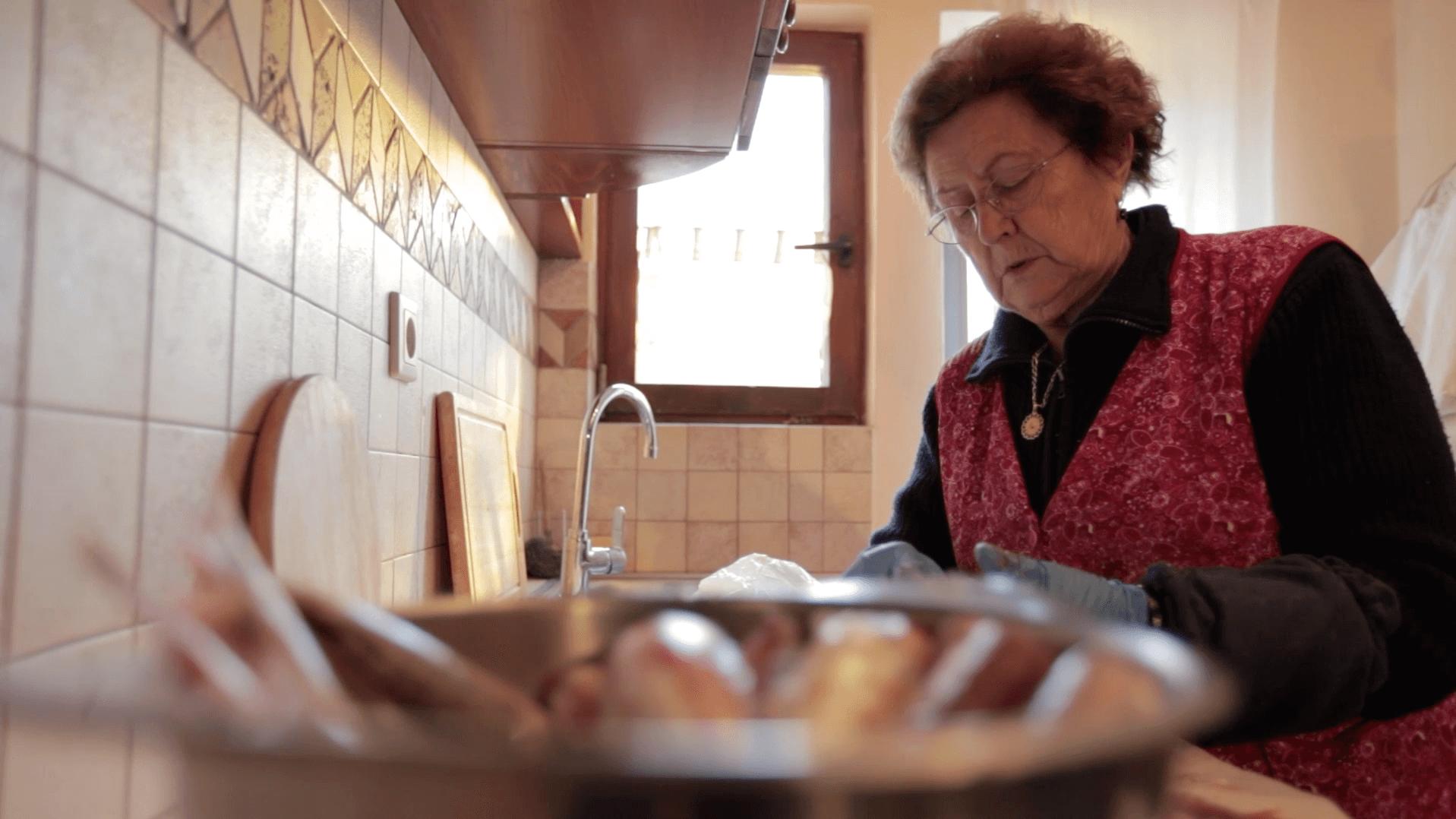 Pinos Mutter kocht