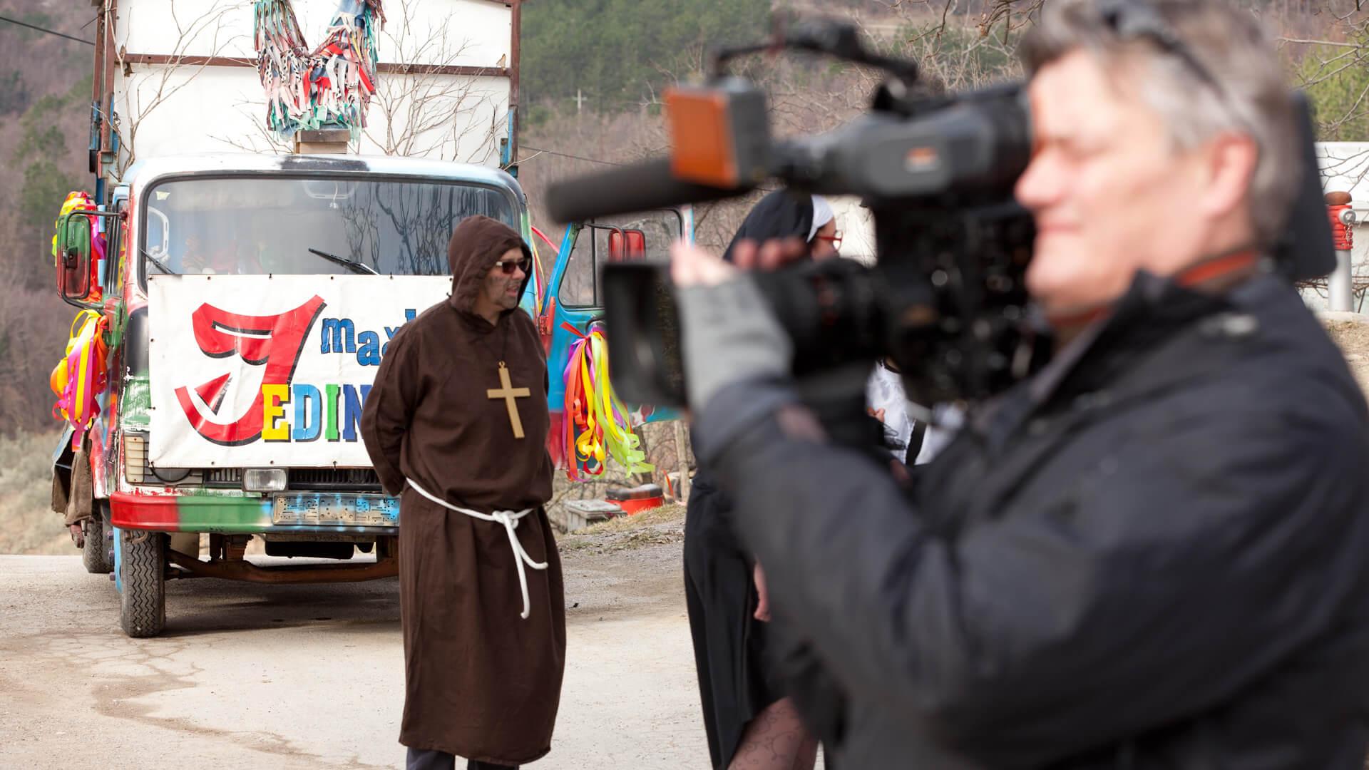 Lars filmt den Karnevalsumzug in Buzet
